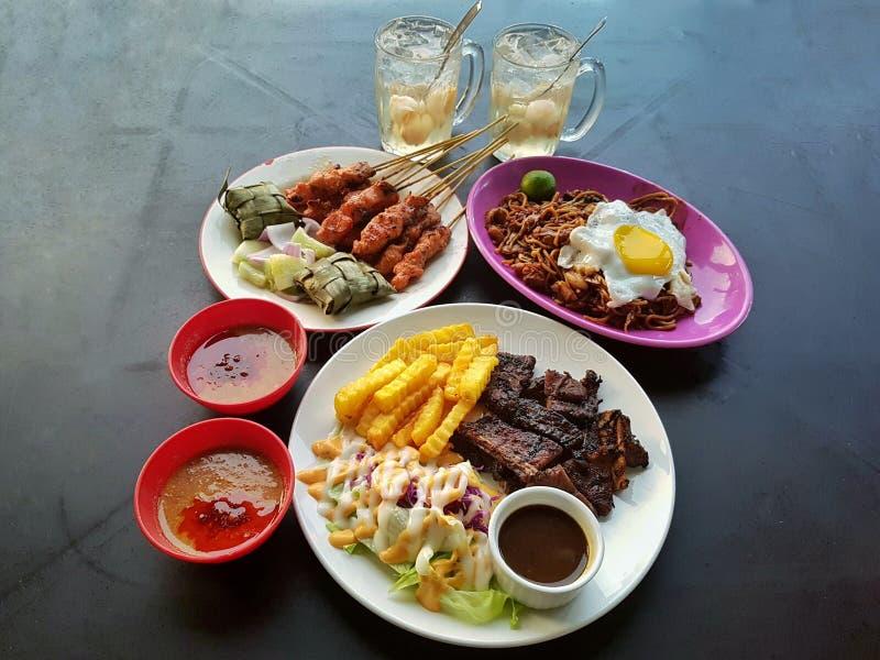 Lebensmittel auf Tabelle lizenzfreie stockfotos