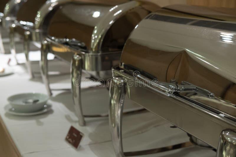 Lebensmittel-Buffet im Restaurant Versorgen im Hotel für Hochzeitsfest b stockfotos