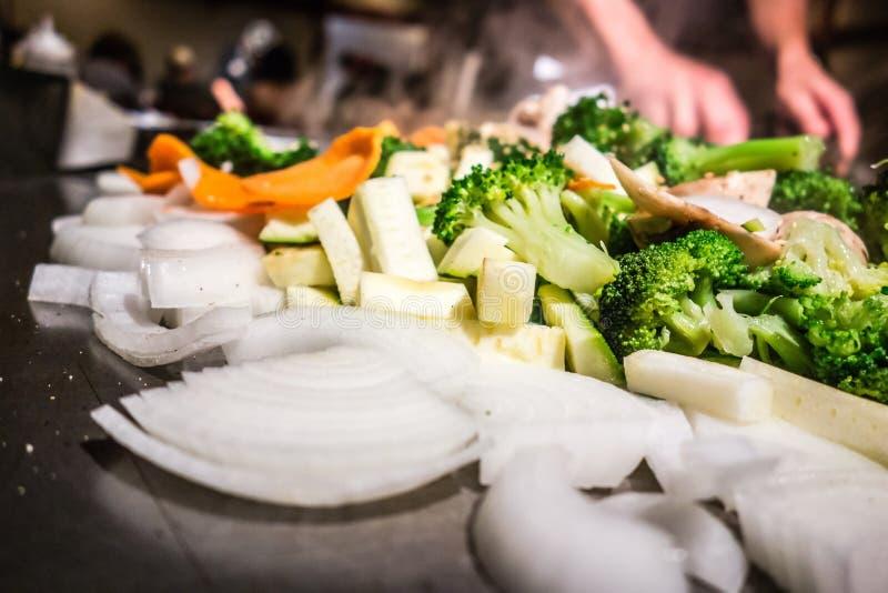 Lebensmittel, das an der japanischen Steakhouse brepared ist lizenzfreie stockfotos