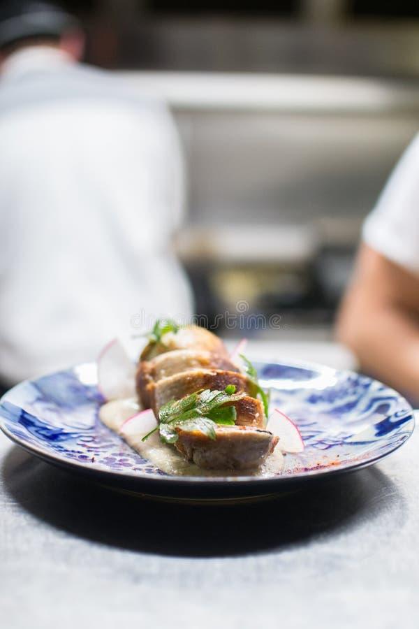 Lebensmittel im restaurante, Küche sauber und Harmonie lizenzfreie stockfotografie