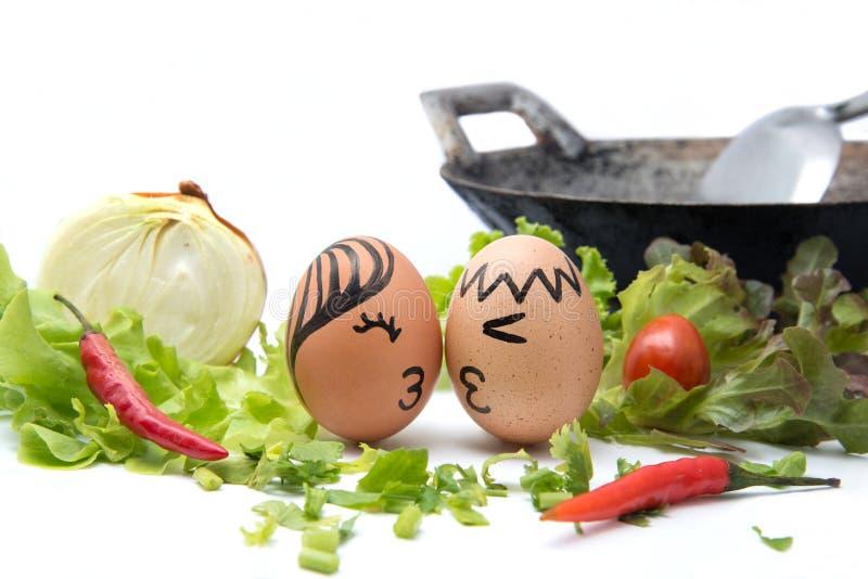 Lebensmittel-Liebe: Zwei Eier mit Liebe stockbild