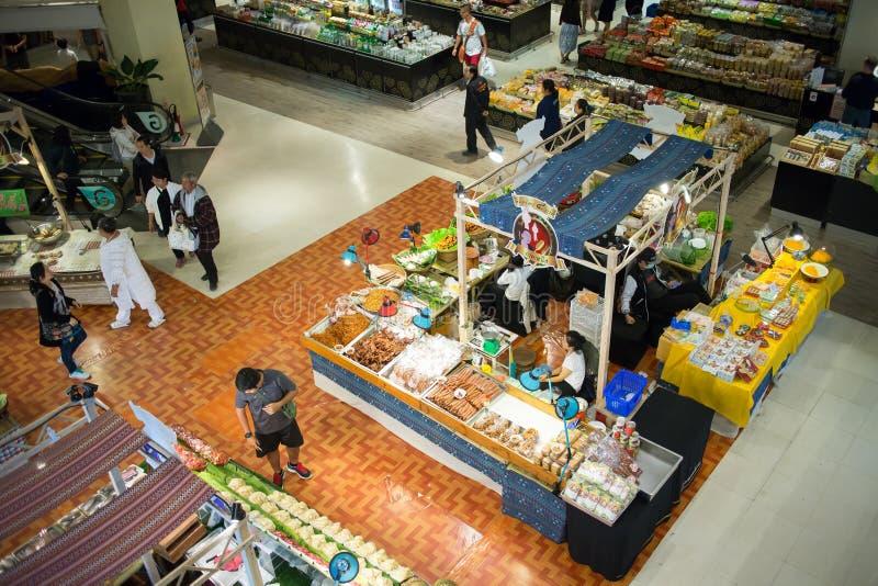 Lebensmittel-Mittelbereich innerhalb des zentralen Festivals Chiangmai lizenzfreie stockfotografie