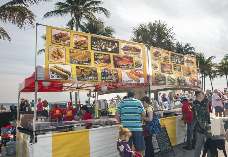 Lebensmittel-Verkäufer bei Art Show lizenzfreies stockfoto