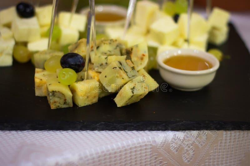 Lebensmittel, welches die Partei teilt Konzept isst lizenzfreie stockfotos