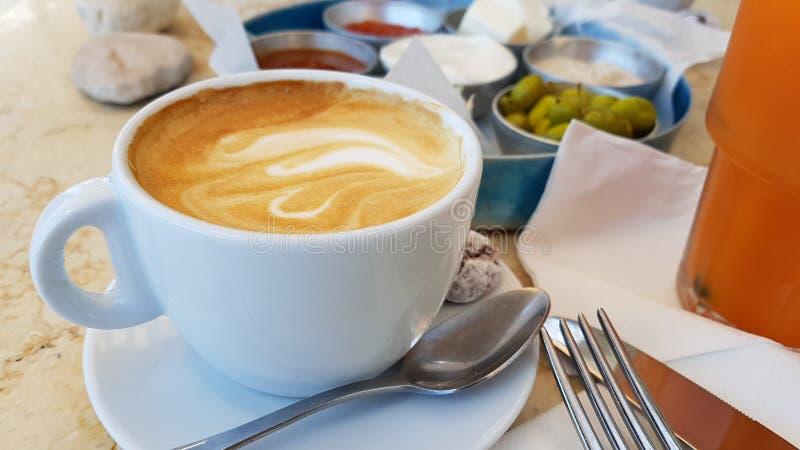 Lebensmittelfrucht-Brotkaffee köstlichen Israel-Frühstücks gesunder lizenzfreie stockbilder