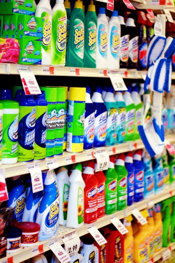 Lebensmittelgeschäft-Gang: Reinigungs-Zubehör stockbild