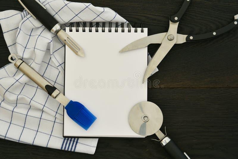 Lebensmittelkonzept copyspace Hintergrund der Küchengeräte hölzernes lizenzfreies stockbild