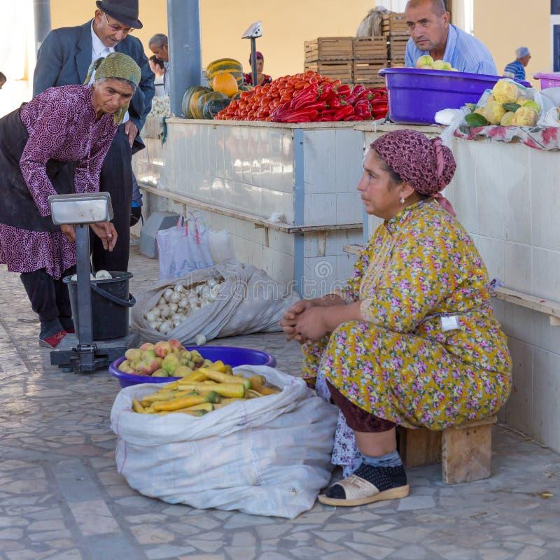 Lebensmittelmarkt von Khiva, in Usbekistan stockfotos