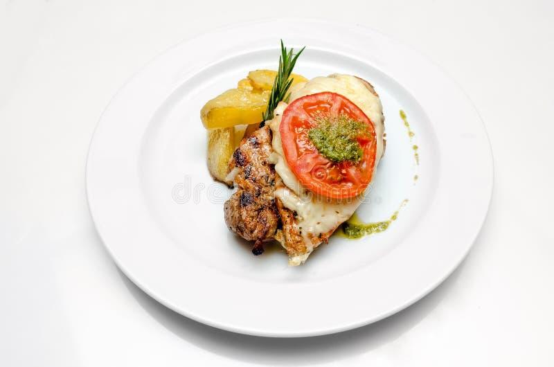 Lebensmittelteller auf einem weißen Hintergrund stockfotos