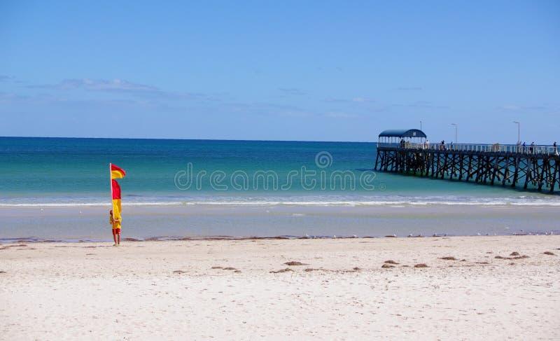 Lebensrettung am Henley Strand lizenzfreies stockfoto