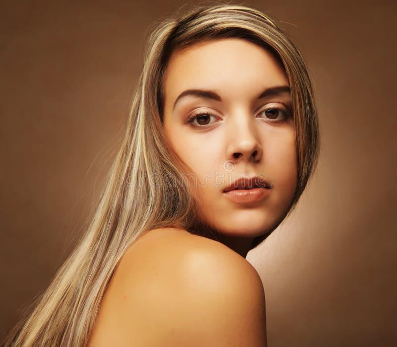 Lebensstil, Gefühle und Leutekonzept - junge Frau ` s Porträt, sinnlicher blonder Abschluss oben lizenzfreie stockfotos