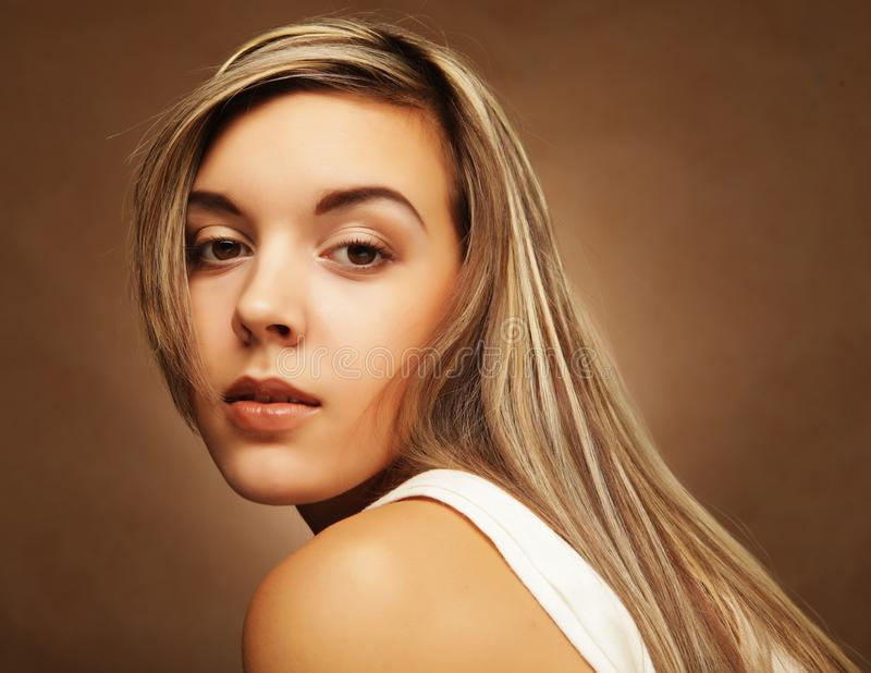 Lebensstil, Gefühle und Leutekonzept - junge Frau ` s Porträt, sinnliches blondes stockbilder