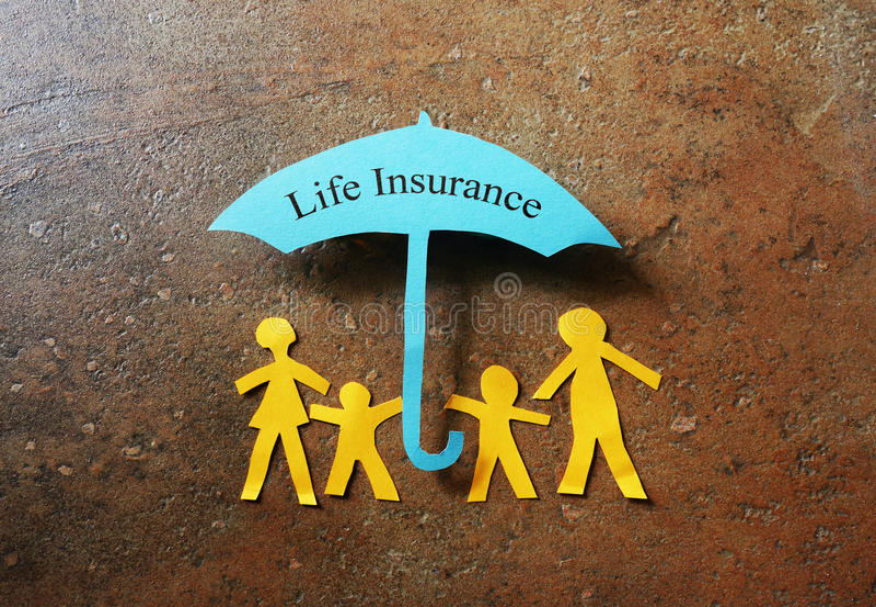 Lebensversicherungs-Papierfamilie stockfoto