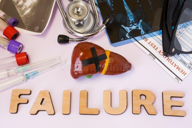 Leberversagenkonzeptfoto Leberzahl mit geklebtem schwarzem Kreuz ist nahes Wortleberversagen und Satz medizinische Tests MRI, ult lizenzfreies stockfoto