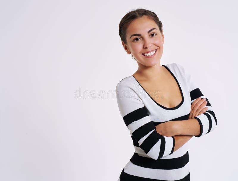 Lebhafte überzeugte recht junge Frau lizenzfreies stockfoto