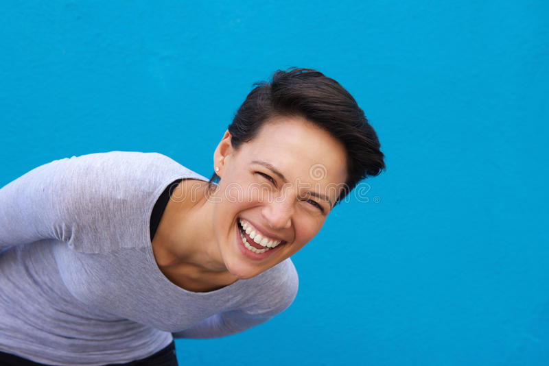 Lebhaftes Lachen der jungen Frau lizenzfreie stockbilder