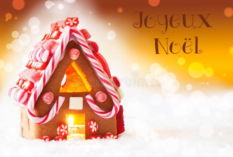 Lebkuchen-Haus, goldener Hintergrund, Joyeux Noel Means Merry Christmas lizenzfreie stockbilder