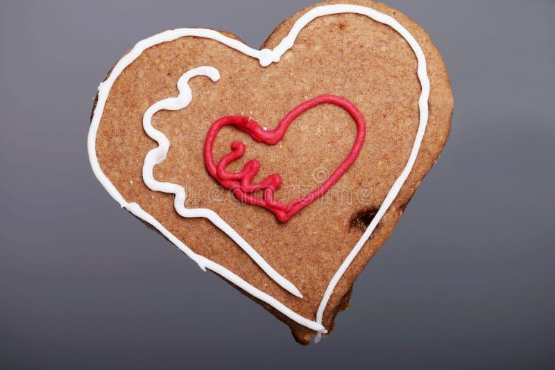 Lebkuchen-Weihnachtsherzplätzchen. lizenzfreie abbildung