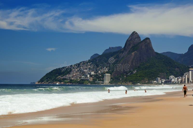 Leblon, Ipanema et la montagne Dois Irmao dans le Rio de Janeiro images libres de droits