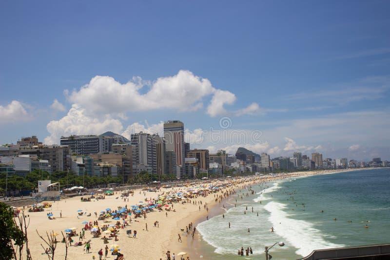 Leblon som är beachfront i den Rio de Janeiro staden royaltyfria bilder