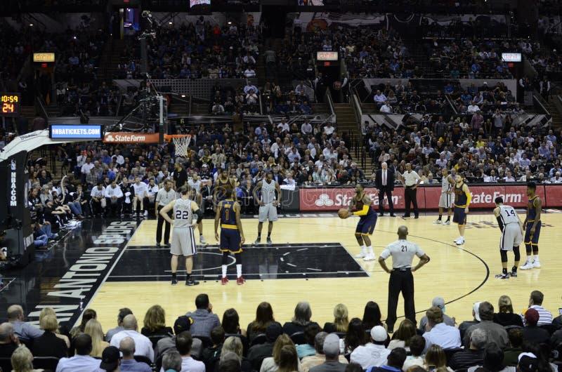Lebron James - jogo de NBA imagens de stock