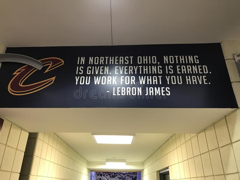 LeBron James wycena w Cleveland arenie obrazy stock