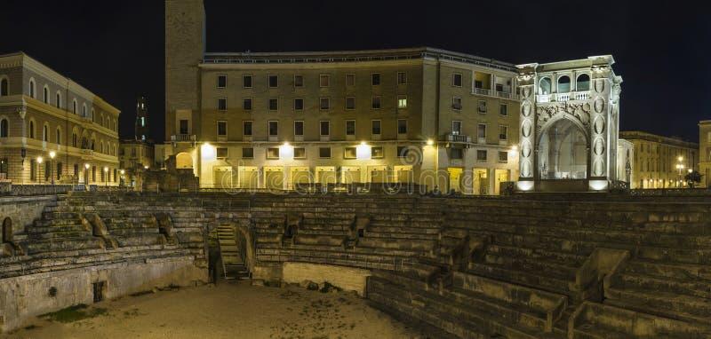 Lecce арены к ноча стоковые фотографии rf