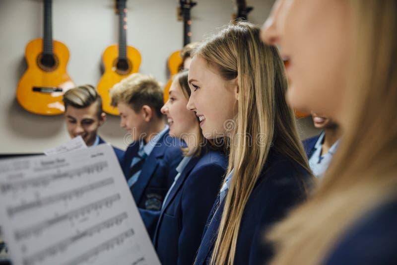 Lección de música en la escuela foto de archivo libre de regalías