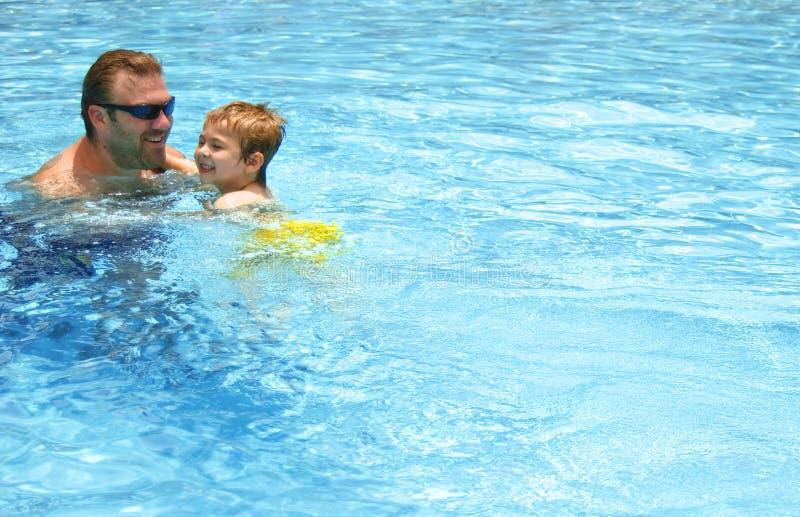 Lecciones de la natación imagen de archivo libre de regalías