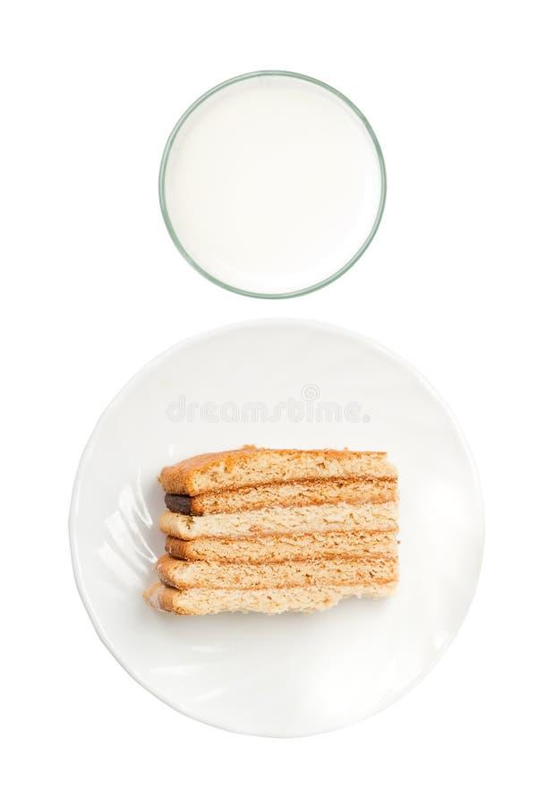 Leche aislada y torta de la visión superior foto de archivo
