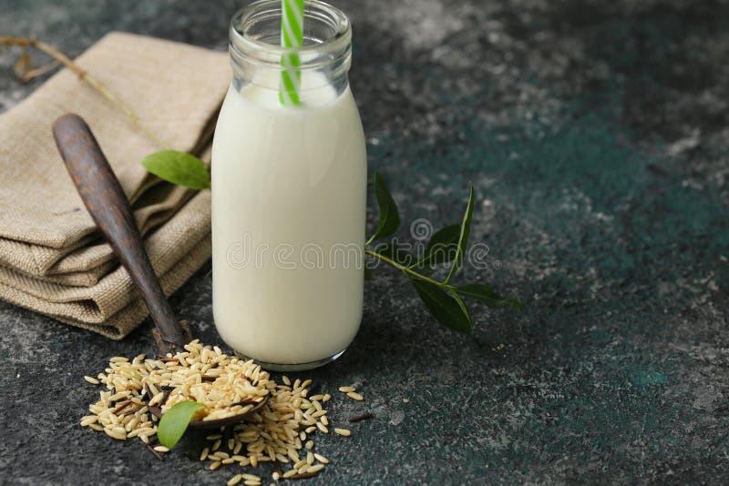 Leche sin lactosa del arroz imagenes de archivo
