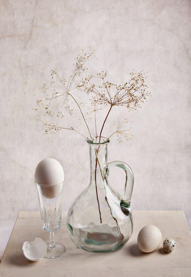 Leche y huevos fotos de archivo