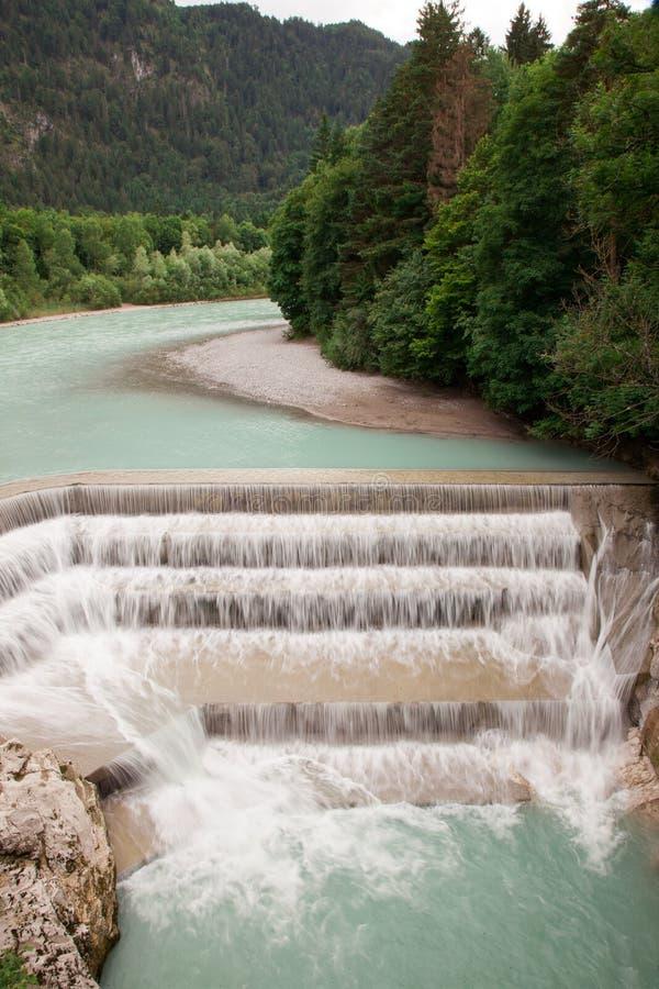 Lechfall Härlig vattenfall nära Fussen, Tyskland royaltyfri fotografi