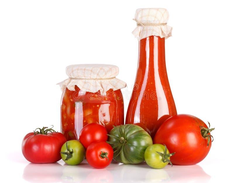 Lecho y salsa de tomate en el tarro de cristal fotografía de archivo libre de regalías