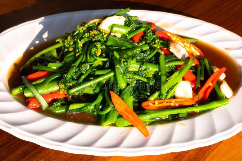 Lechuga de Fried Cantonese, verdura de cocinar china asiática del sofrito del estilo fotos de archivo libres de regalías