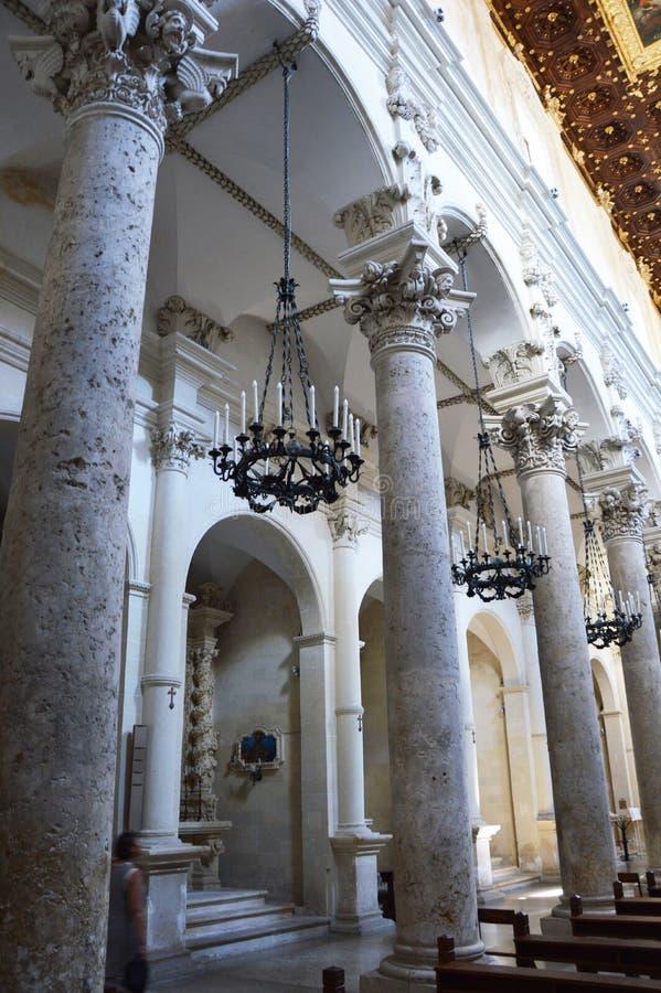 LECKA WŁOCHY, SIERPIEŃ, - 2, 2017: wewnętrzny widok bazylika Di Santa Croce, Lecka, Włochy obrazy royalty free