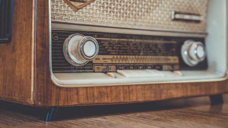 Lecteur de cassettes par radio portatif de cru photographie stock