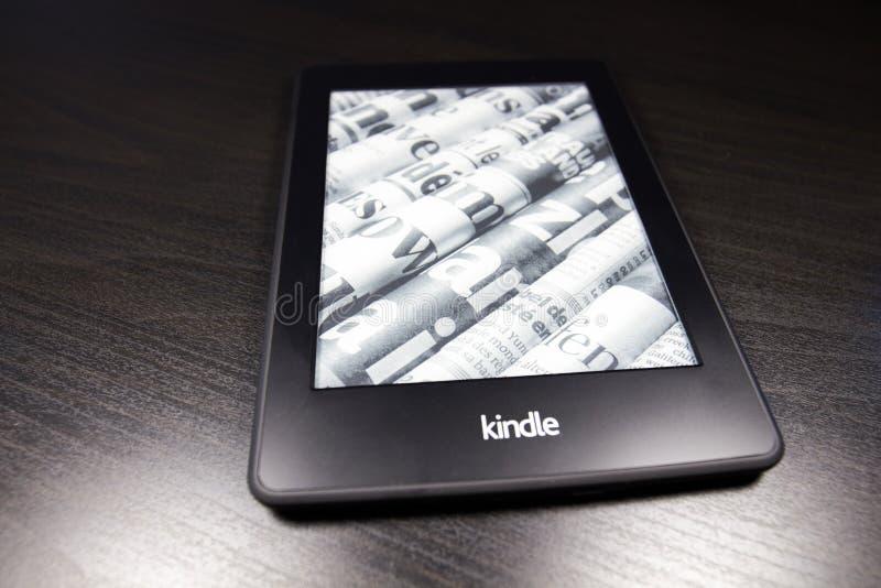 Lector Kindle 4 de EBook en fondo negro fotografía de archivo libre de regalías