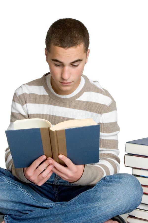 Lectura del estudiante del muchacho fotos de archivo libres de regalías