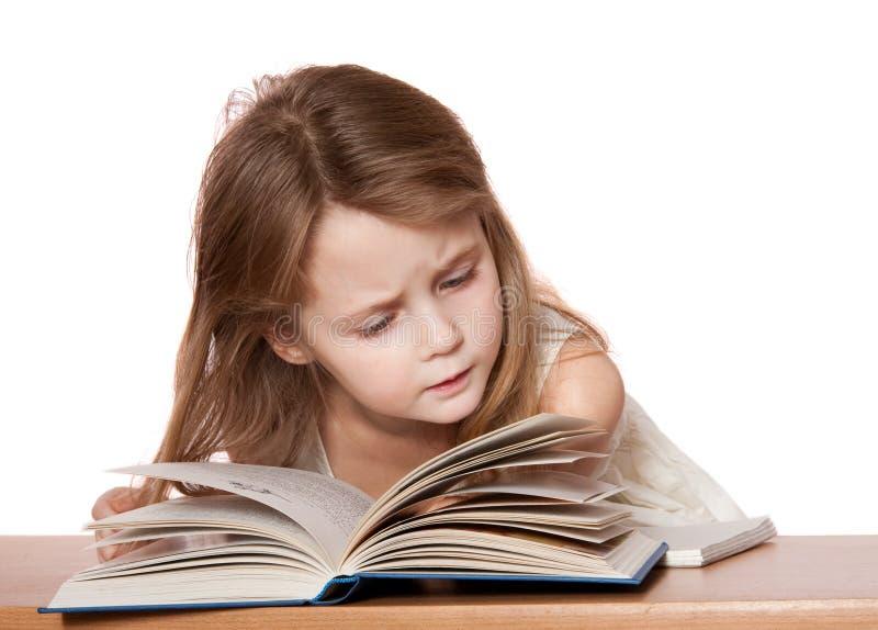 Lectura del niño fotografía de archivo libre de regalías