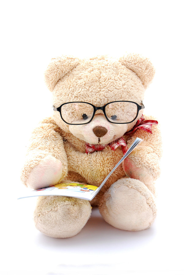 Lectura del oso del peluche imagen de archivo libre de regalías