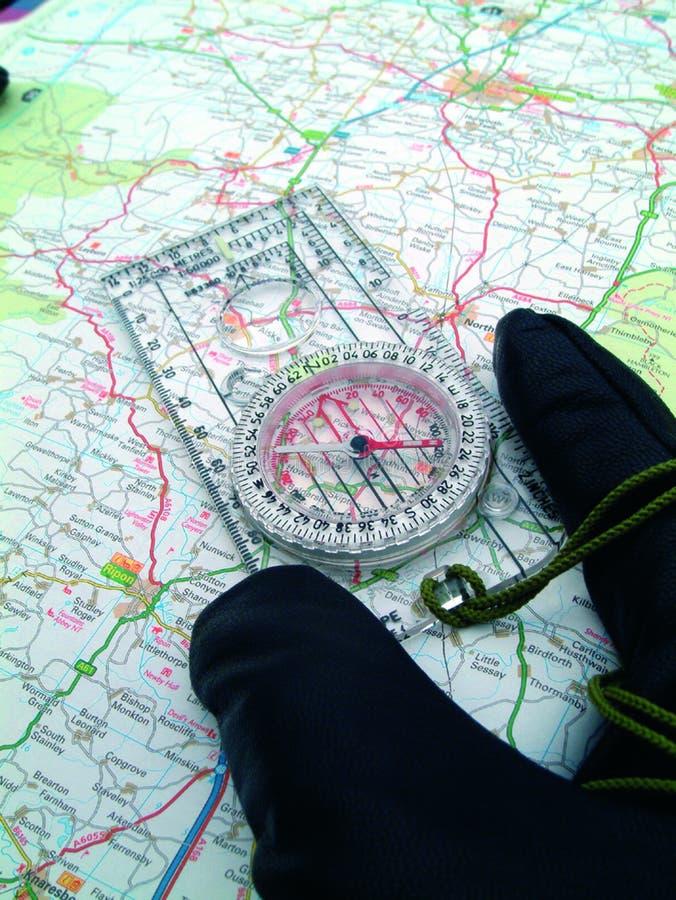 Download Lecture de cartes image stock. Image du compas, exploration - 70125