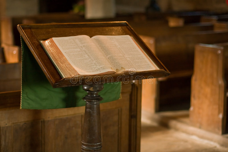 Lecturn na igreja foto de stock