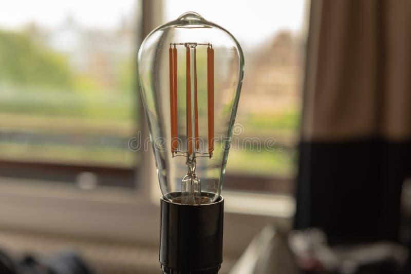 LED电灯泡和节能 免版税库存照片