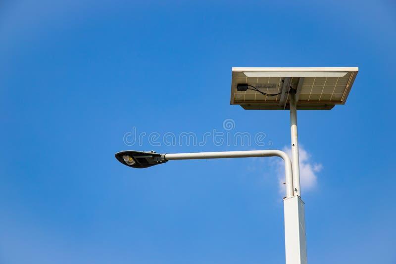 LED-Beleuchtung im Freien, Wolke und blauer Himmel lizenzfreies stockfoto