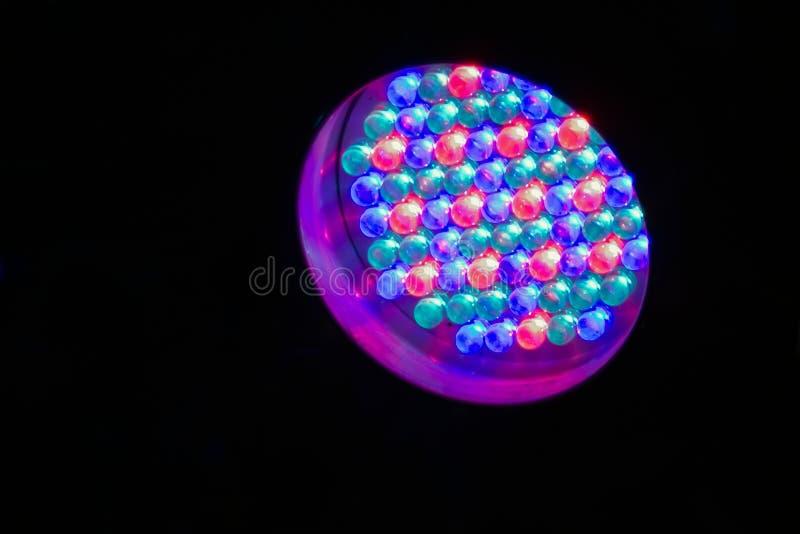 LED-Lampe in der Dunkelheit stockfoto