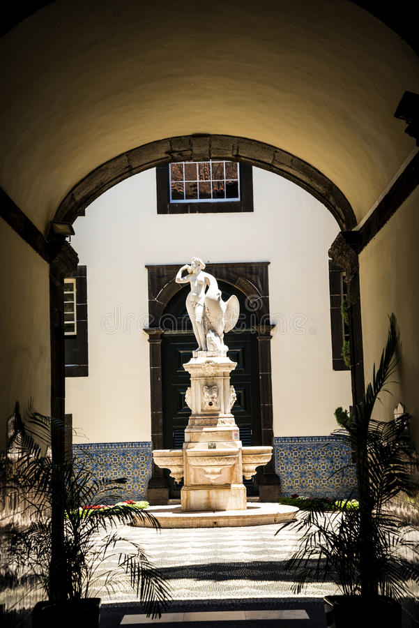 Leda i Łabędzia statua w Dzielnicowym Rządowym Offces w centre Funchal na wyspie Madiera zdjęcia stock