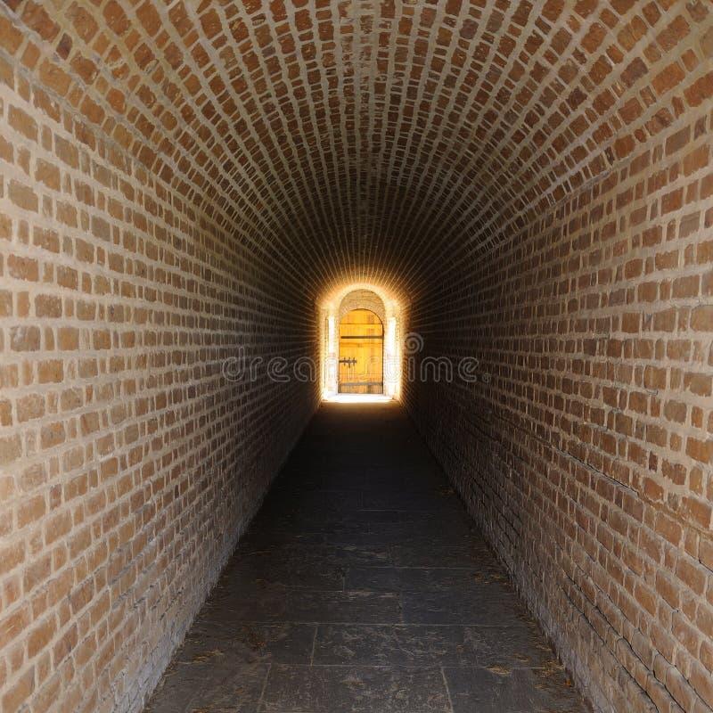 ledande magisk hemlighet för dörr som ska grävas arkivbild