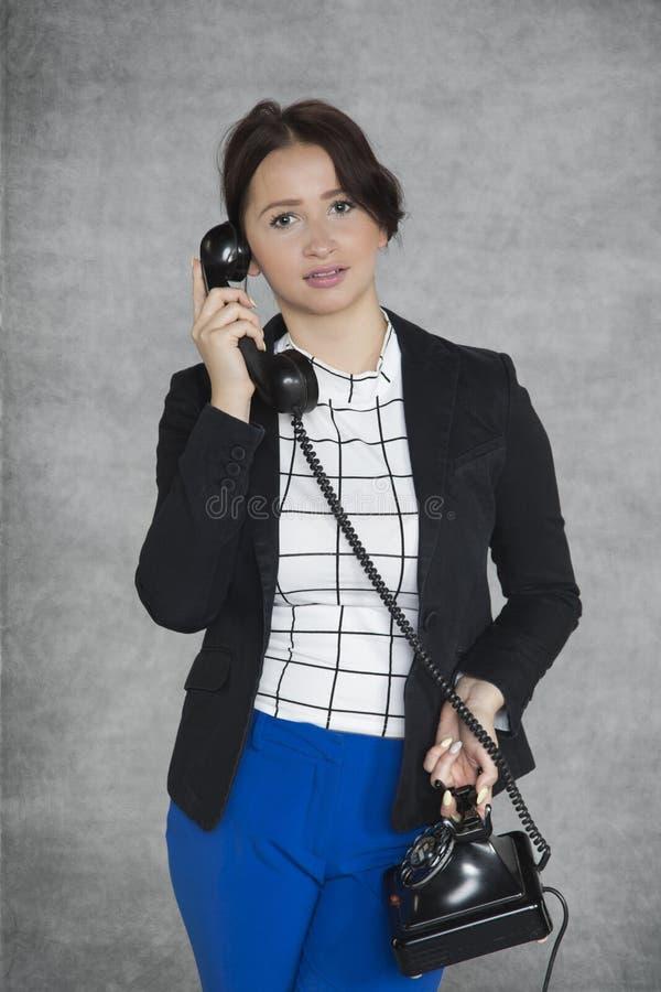 Ledande privat konversation för affärskvinna arkivbild