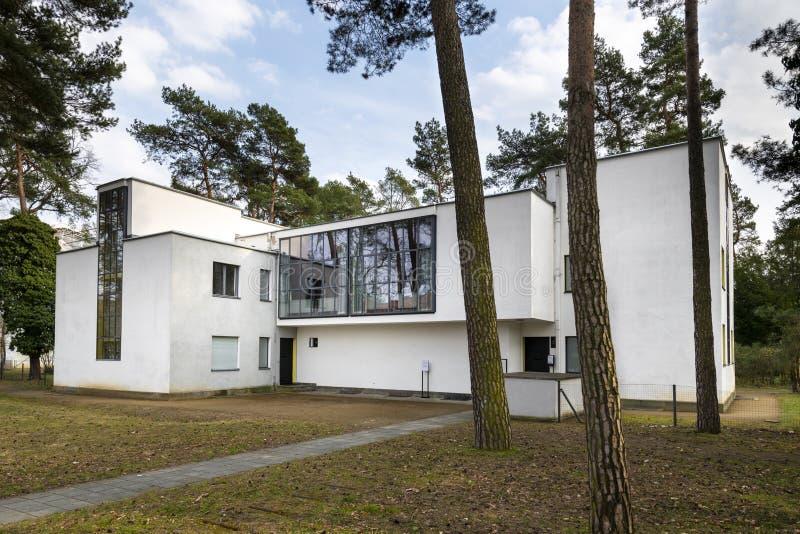 Ledar- husbyggnad för Bauhaus i Dessau, Tyskland royaltyfri foto